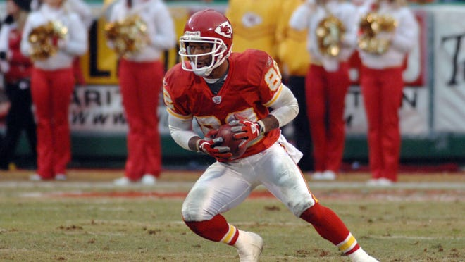 Dec 31, 2006: Kansas City, MO, USA: Kansas City Chiefs wide receiver (82) Dante Hall returns a punt from Jacksonville Jaguars punter (2) Chris Hanson (not pictured) in the third quarter as the Chiefs defeat the Jaguars 35-30 at Arrowhead Stadium in Kansas City, MO.  Mandatory Credit: Denny Medley - USA TODAY Sports Copyright (c) Denny Medley