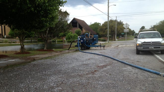 Gulf Breeze tries to dry out after recent flooding rains