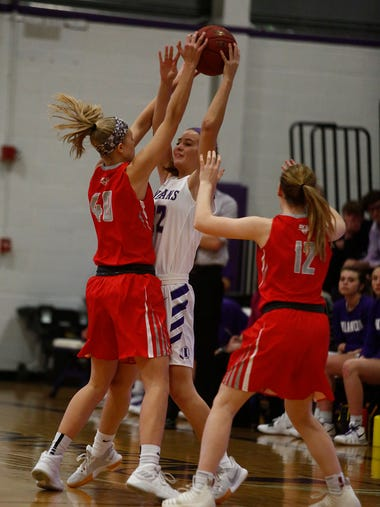 Indianola sophomore Kendall Clatt passes out of a double-team