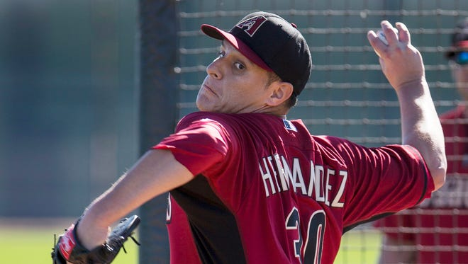 Diamondbacks reliever David Hernandez, who missed all of last season following Tommy John surgery, will be tendered a contract by today's deadline, his agent said Tuesday.