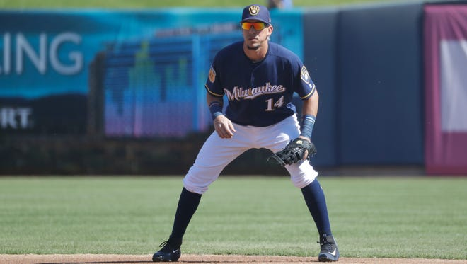 Hernan Perez will get the start at third base for the Brewers on Saturday vs. the Reds.