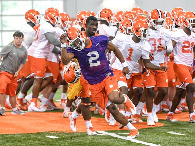 Clemson quarterback Kelly Bryant (2) races off to his