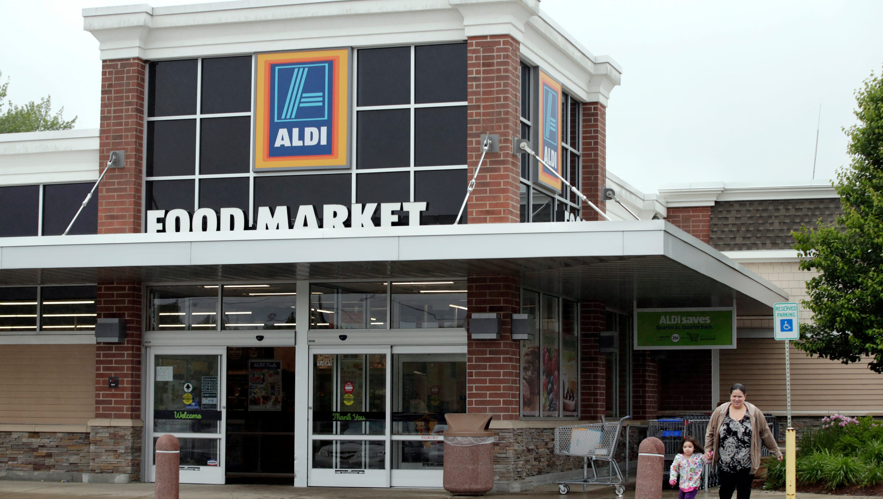 Grocery chain aldi to open another 900 stores in u s for What grocery stores are open today