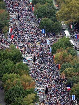 People gather on the Benjamin Franklin Parkway before the Papal Mass on Sunday, Sept. 27, 2015, in Philadelphia. Pope Francis is in Philadelphia for the last leg of his six-day visit to the United States.