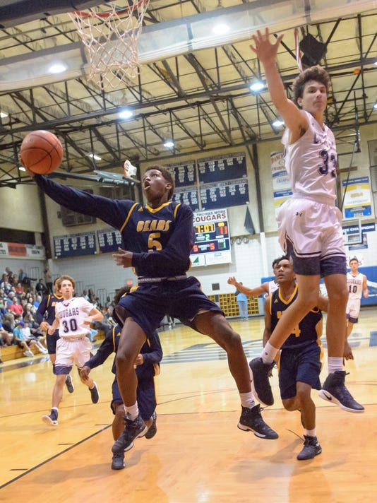 636205494883111276-STM.Carencro.Boys.basketball.gamer.01.20-8272.jpg