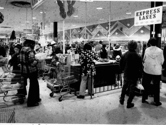 Last-minute Christmas shoppers line up at Two Guys Discount Department Store in Henrietta in 1975.