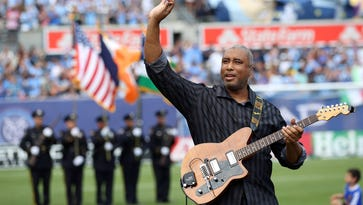 Former New York Yankee Bernie Williams performs the national anthem.
