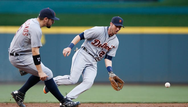 Tigers shortstop Andrew Romine fields a ground ball in front of third baseman Nick Castellanos in the first inning of the Tigers' loss Monday in Cincinnati.