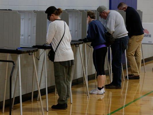 636142435612012720-OSH-Election-Voting-2016-110816-JS-03.jpg