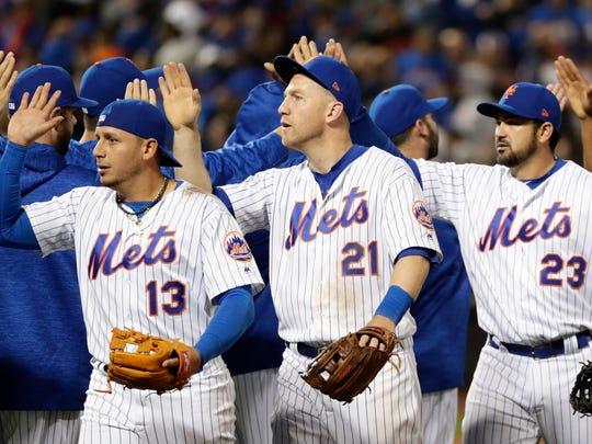 New York Mets' Asdrubal Cabrera (13), Todd Frazier