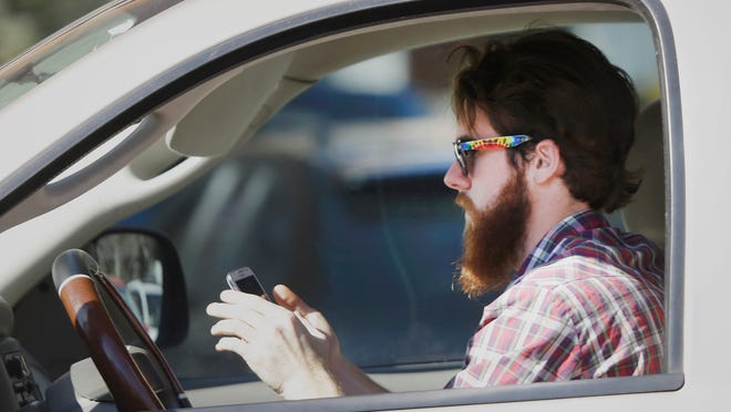 Florida lawmakers have unanimously advanced a pair of bills that would make texting while driving a primary offense, allowing officers to pull drivers over for the violation.