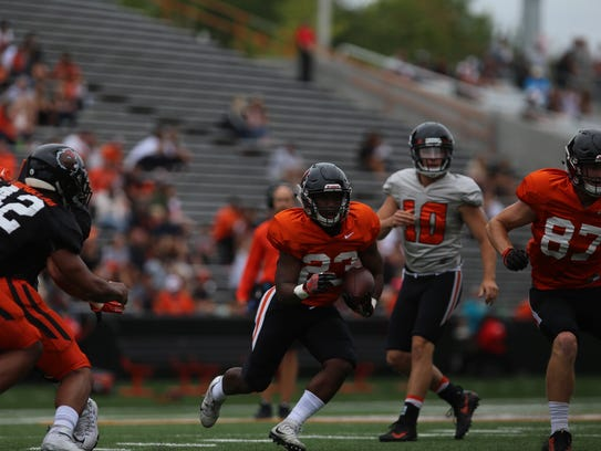Oregon State's Calvin Tyler carries the ball during