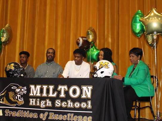 Milton High wide receiver Cam Shelton, center, signed a scholarship Wednesday with Delta State. He was among a big signing class of 40 players for Delta State. From left to right, brother Caleb, father, Donald, Cam Shelton, mother, Stephanie, grandmother, Michelle Parker.