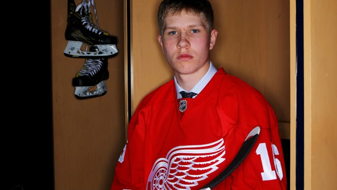 Cholowski scored 12 goals and 50 points last season and added another 15 points in 20 playoff games.