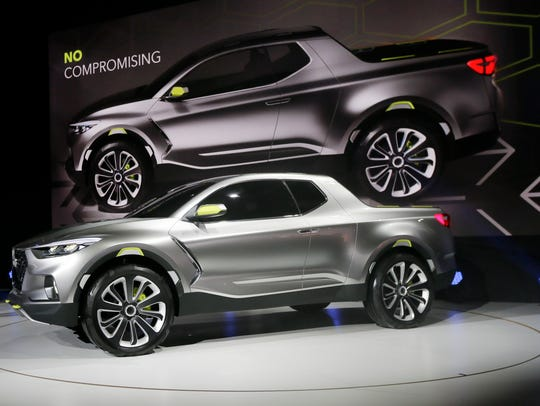 The Hyundai Santa Cruz crossover truck concept is unveiled