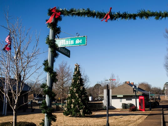 Collierville Decorations