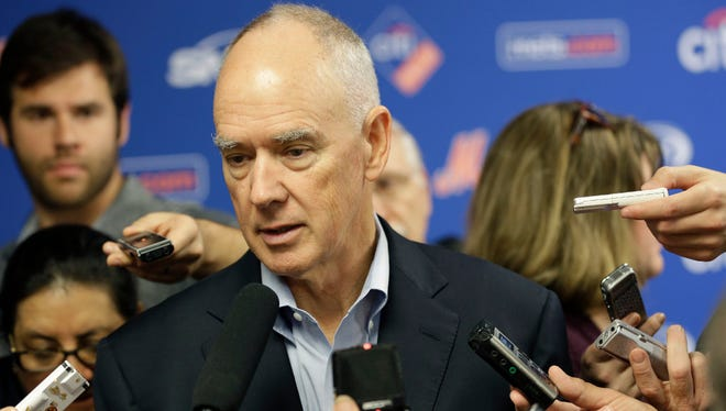 Mets General Manager Sandy Alderson will try to find a trading partner at the winter meetings.