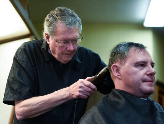 Larry Ramharter, barber