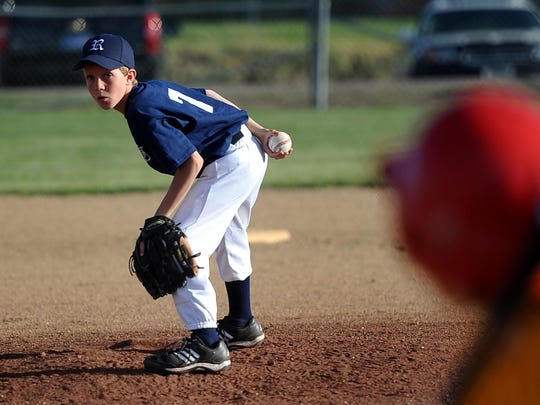 Public hearings are planned Tuesday before the City Commission on leasing parks to little league associations.