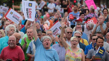 Palm Springs rally draws hundreds for gay marriage