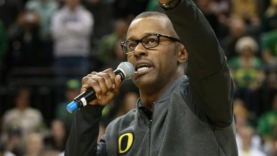 Oregon's new head football coach Willie Taggart acknowledges the crowd after being introduced during the Alabama vs. Oregon men's NCAA college basketball game Sunday, Dec. 11, 2016, in Eugene, Ore. (AP Photo/Chris Pietsch)