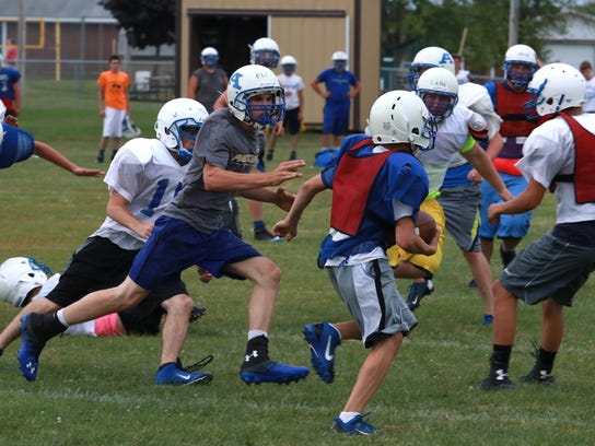 Defenders close in on a kick-off returner during practice