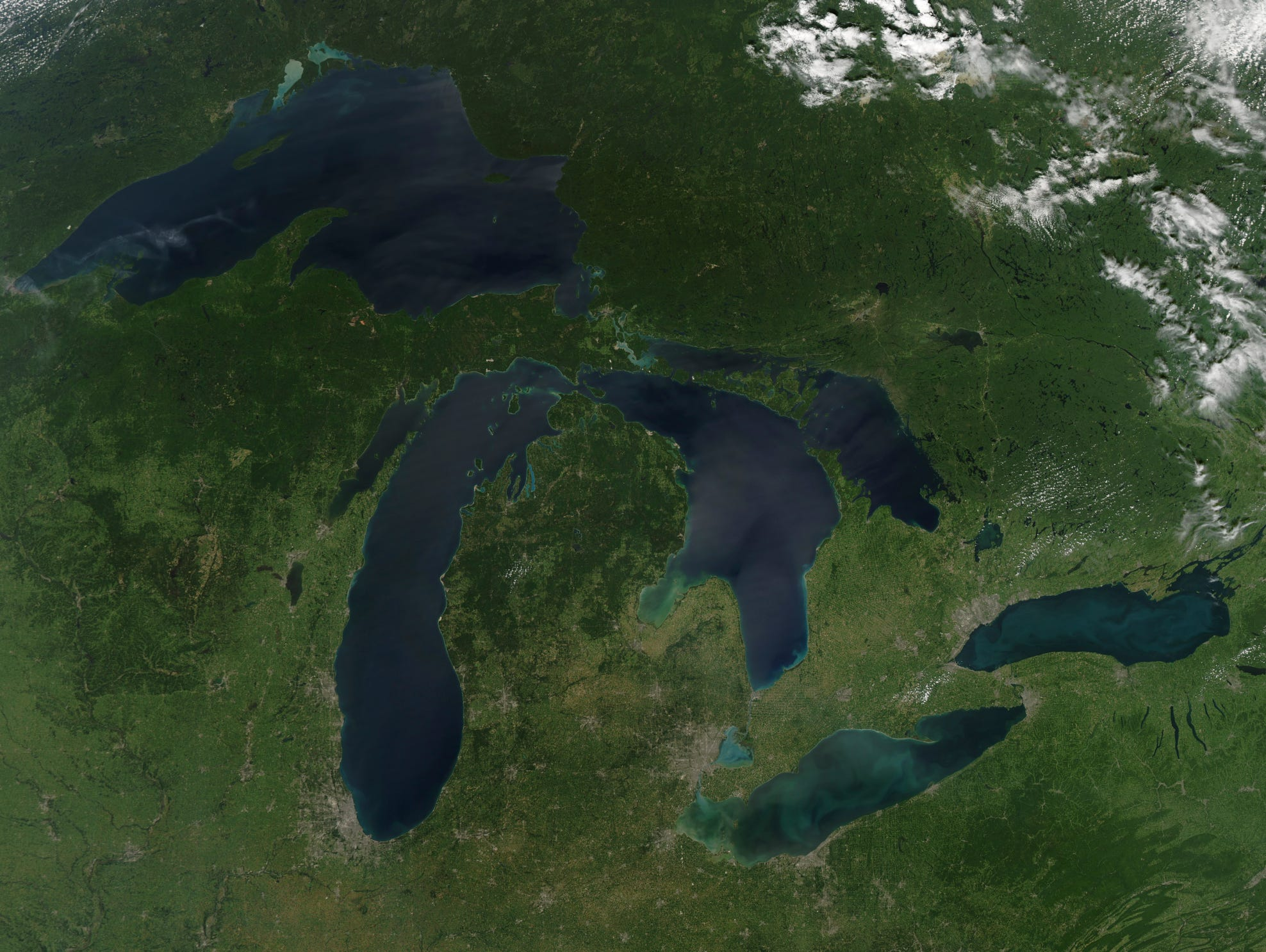 Satellite view of a cloudless summer day over the entire Great Lakes region.