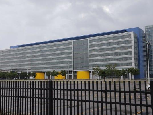 Gm To Add 2 500 Jobs Invest 1b At Warren Tech Center