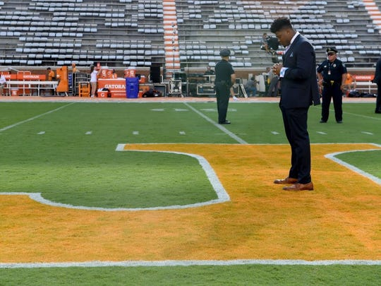 Tennessee defensive back Todd Kelly Jr. pauses on the power T before the game against Appalachian State at Neyland Stadium on Thursday, Sept. 1, 2016.