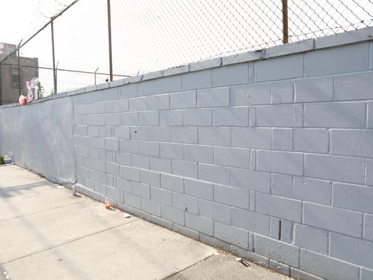 This wall, located on Essex St. between Straight and