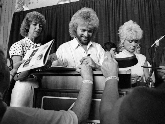 Country stars Keith Whitley, center, and wife Lorrie