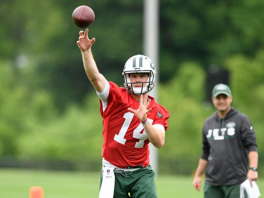 New York Jets quarterback Sam Darnold throws the ball on the first day of OTA's in Florham Park, NJ on Tuesday, May 22, 2018.