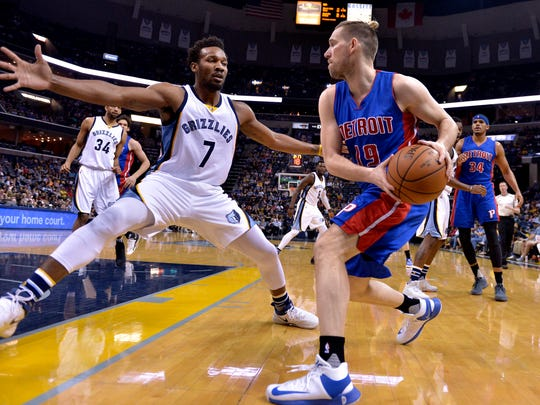 Detroit Pistons guard Beno Udrih (19) controls the ball against Memphis Grizzlies guard Wayne Selden (7) in the first half of an NBA basketball game Sunday, April 9, 2017, in Memphis, Tenn. (AP Photo/Brandon Dill)