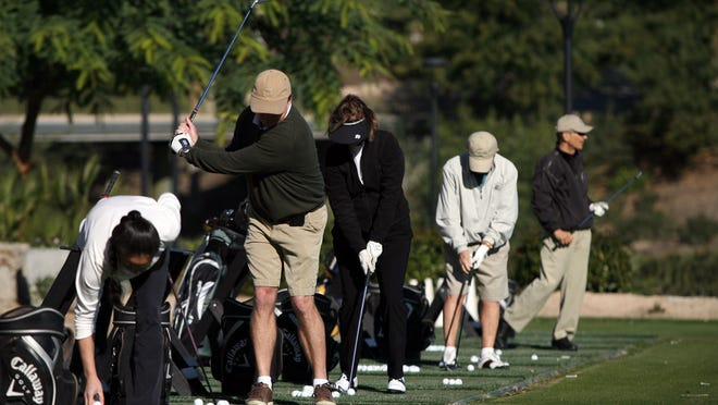 Many desert golf facilities are expecting their driving ranges and their courses to pack with traveling golfers over the Thanksgiving weekend, assuming the rain stays away.