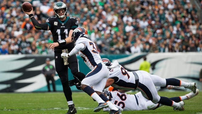 Eagles' Carson Wentz throws downfield Sunday at Lincoln Financial Field.