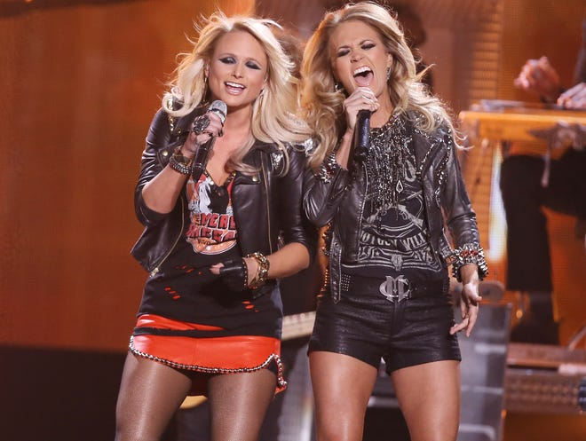 LAS VEGAS, NV - MAY 18:  Miranda Lambert (L) and Carrie Underwood perform onstage during the 2014 Billboard Music Awards held at MGM Grand Garden Arena on May 18, 2014 in Las Vegas, Nevada.  (Photo by Michael Tran/FilmMagic) ORG XMIT: 490627045 ORIG FILE ID: 492226879