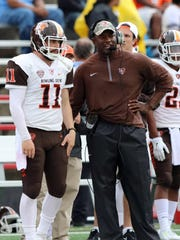 Bowling Green head coach Dino Babers talks with quarterback