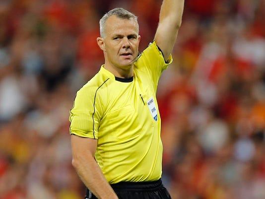 Soccer_UEFA_Cup_Final_Referees_10009.jpg