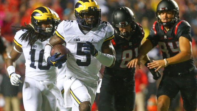 Oct 8, 2016; Piscataway, NJ, USA; Michigan Wolverines linebacker Jabrill Peppers (5) runs with the ball during their game against the Rutgers Scarlet Knights at High Points Solutions Stadium.