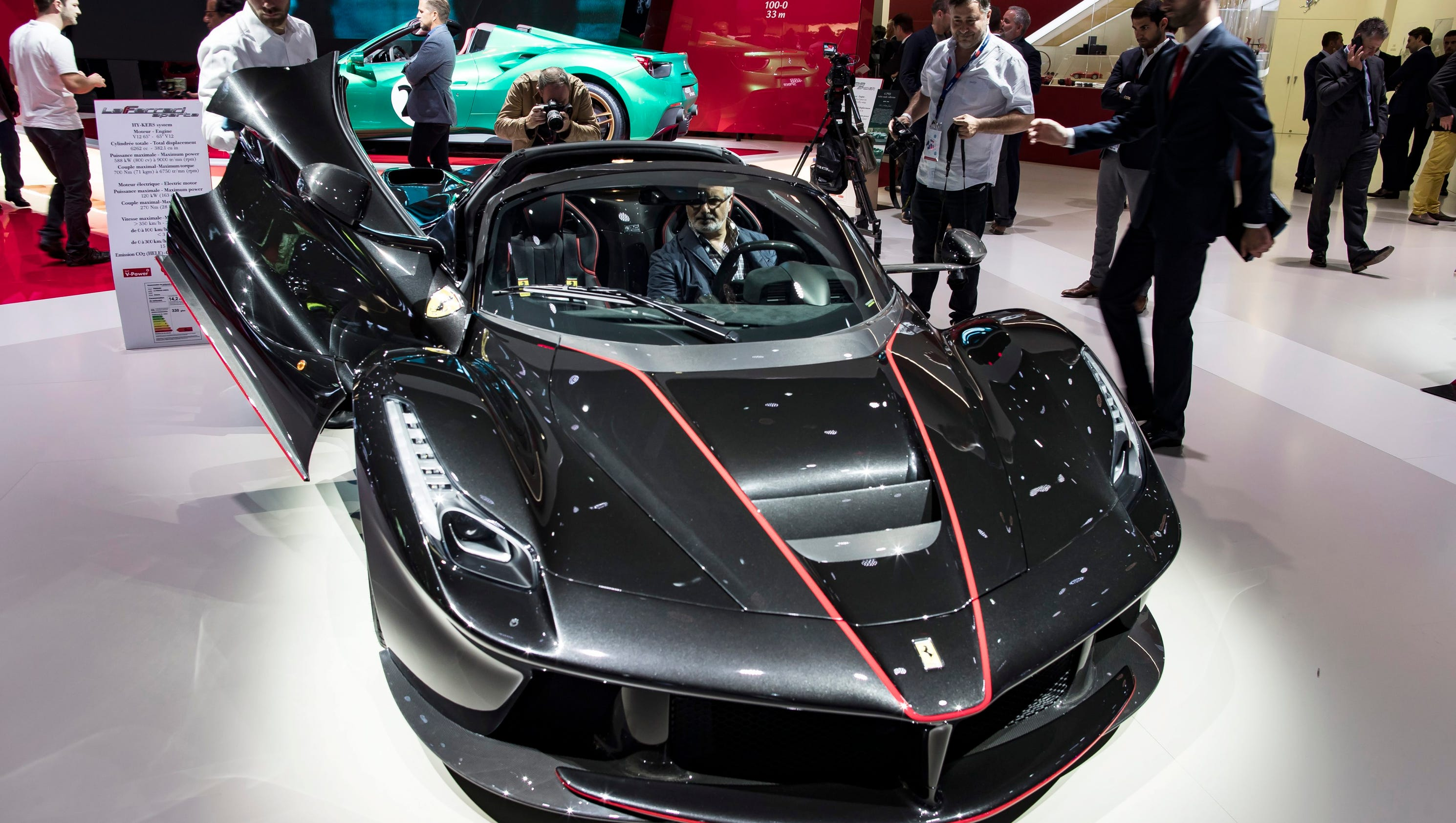amazing cars at the paris auto show. Black Bedroom Furniture Sets. Home Design Ideas