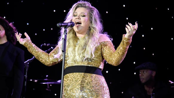 Kelly Clarkson's music video for 'Love So Soft' is