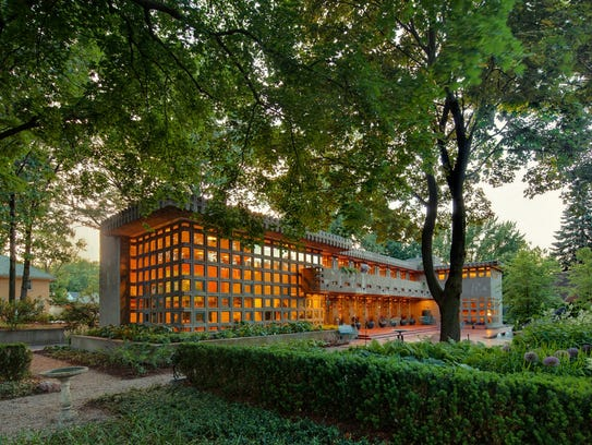 Frank lloyd wright fans will be right at home on this tour for Frank lloyd wright palmer house