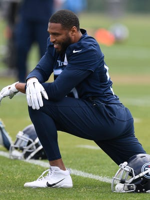 Titans linebacker Wesley Woodyard stretches during a minicamp practice April 25 at Saint Thomas Sports Park.