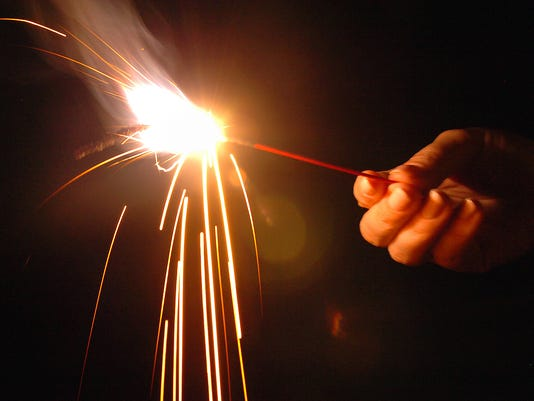 635712138301547620-fireworks8