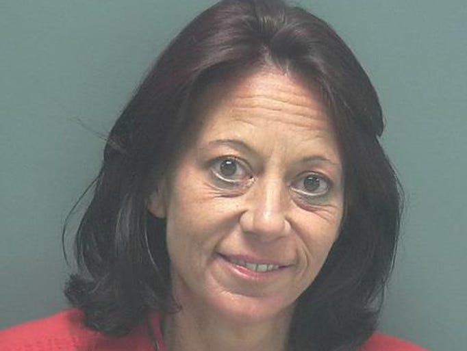 ELKINS, LORI DEE DOB: 1971-05-09 Last Known Address:4818 NEWKIYA DRIVE CAPE CORAL FL Charges  PROB VIOLATION (OR COMMTY CONT RE UNK/FEL/MISD/JUV NON CRITRIA)   FRAUD-IMPERSON (FALSE ID GIVEN TO LEO)   COCAINE-POSSESS (POSSESS COCAINE)