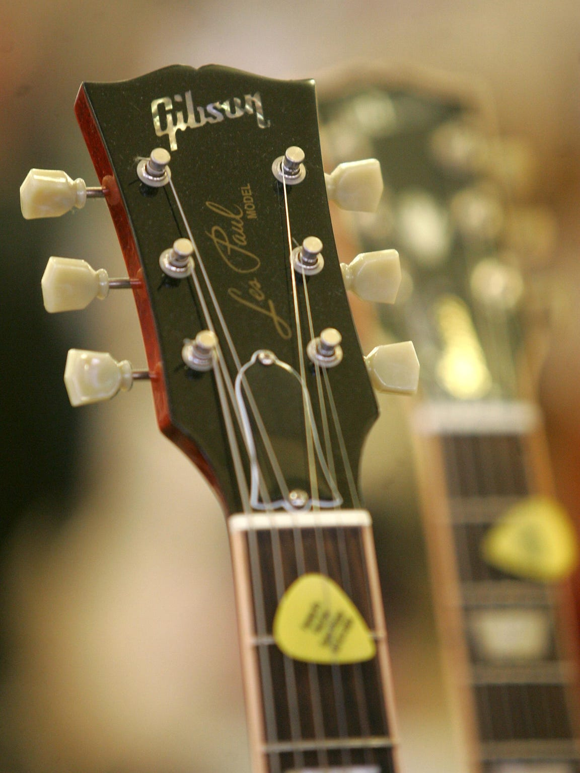 Les Paul A Legend Rooted In New Jersey Gibson Premium Wiring Diagram Annual Guitar Show At Brookdale Community College Fundraiser For Their Public Broadcasting Radio Station 905fm The Headstock Of