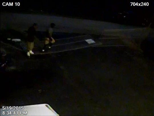 Suspects in burglary try