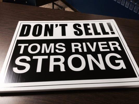 635815767444050907-toms-river-sign