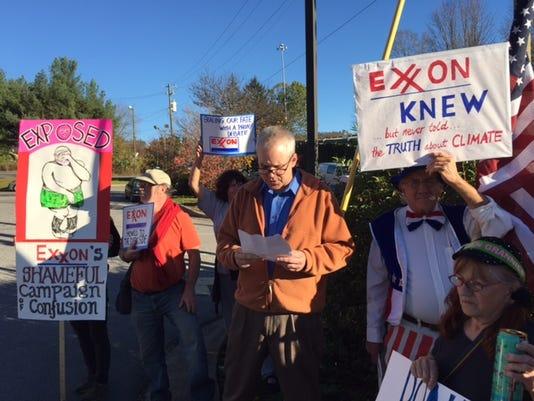 635827703125413612-Exxon-protest