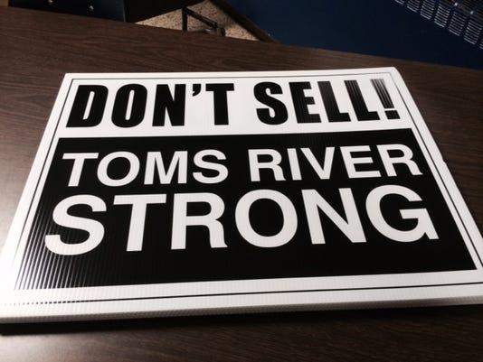 635827860894177772-toms-river-sign